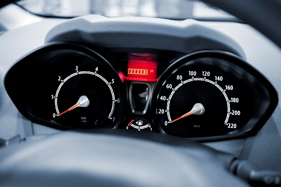 A freeform display-based speedometer offers nearly unlimited freedom in design and new space-saving approaches. At the very least, the freeform display can replicate the shape of traditional speedometer panels.