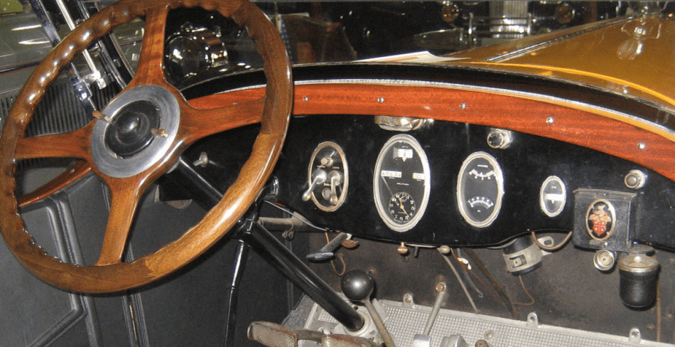 Dashboard of the 1925 Packard Touring. Photo Credit: Creative Commons (CC BY-SA 3.0 US)